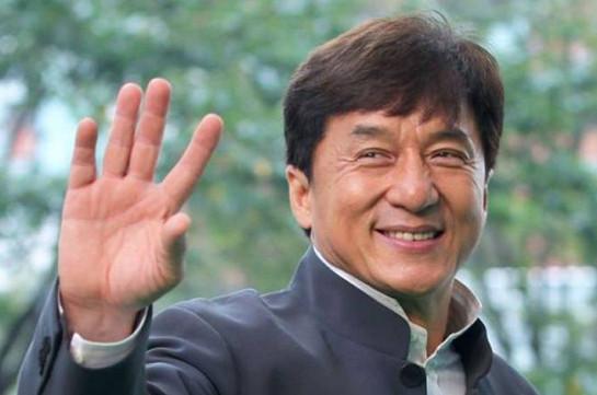 Джеки Чан призвал актеров Китая бороться с бедностью