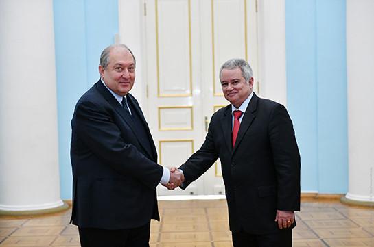 Новый посол Кубы вручил верительные грамоты президенту Армении