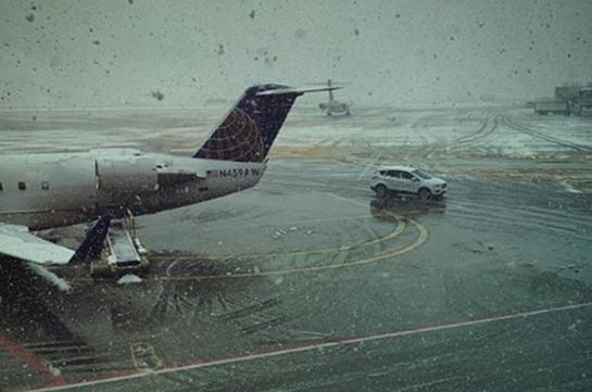Более тысячи рейсов отменили из-за мощного снегопада в Чикаго