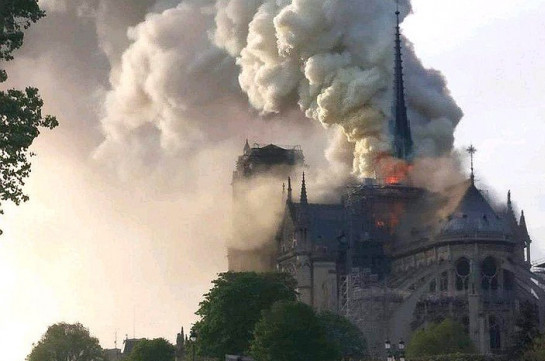Notre-Dame cathedral: Firefighters tackle blaze in Paris (videos): LIVE