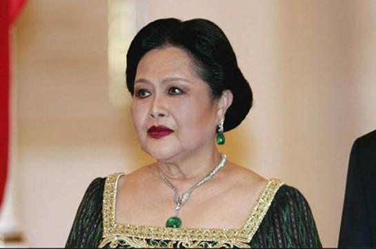 Королеву Таиланда госпитализировали с лихорадкой