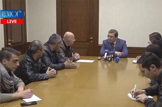 ՊԵԿ նախագահը հանդիպում է ցուցարար ավտոներկրողների հետ (Տեսանյութ)