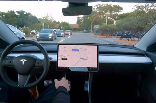 Tesla показала работу своего полноценного автопилота (Видео)