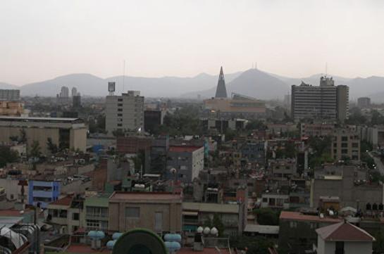 В Мехико из-за загрязнения воздуха отменили школьные перемены