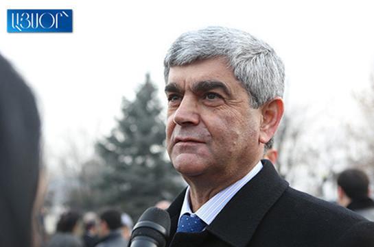 В Ереване полицейские с автоматами остановили машину секретаря Совбеза Карабаха (Видео)