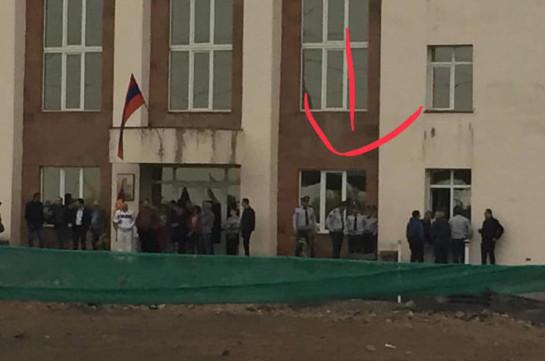 Рубен Мелконян: Разбили стекла, растолкали идущих на работу судей