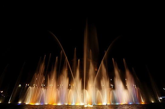 Водное шоу на площади Республики с 28 мая будет проходить по новому графику