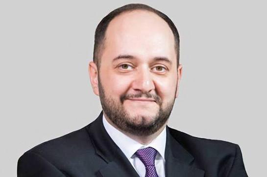 Сегодня вы вступаете в большую жизнь в новой стране, во вступившей в новые времена Армении – Араик Арутюнян поздравил выпускников