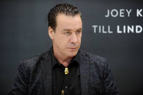«Rammstein»-ի մենակատարը կոտրել է երկրպագուի ծնոտը