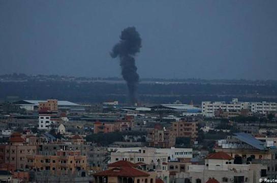 Израиль в ответ на ракету атаковал несколько военных объектов ХАМАС в секторе Газа
