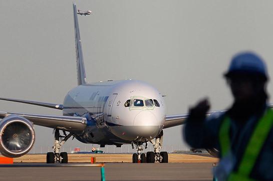 Пассажирский самолет экстренно сел из-за отказа двигателя