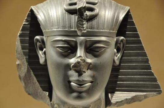 3000-летний бюст Тутанхамона ушёл с молотка (Видео)