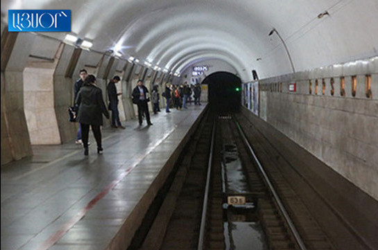 Metro passengers evacuated due to problems caused by blackout