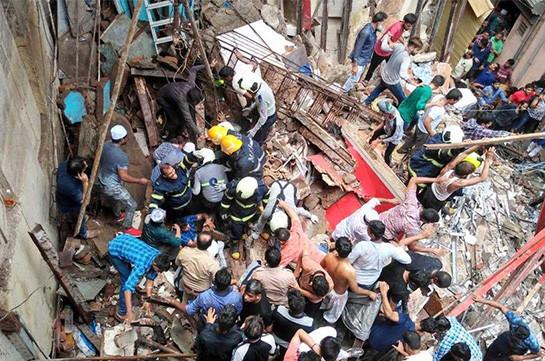 В Мумбае более 40 человек оказались под завалами рухнувшего жилого дома