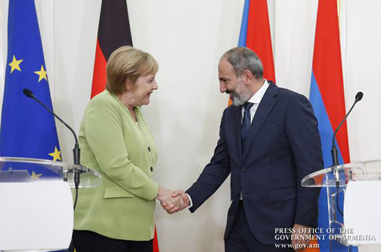 Никол Пашинян поздравил Ангелу Меркель с днем рождения