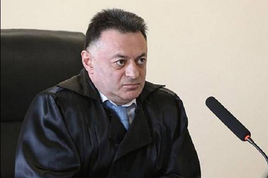 Следователи провели обыск в кабинете судьи, освободившего из-под ареста экс-президента Армении Роберта Кочаряна