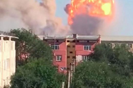 В Алма-Ате потушили крупный пожар на складе (Видео)