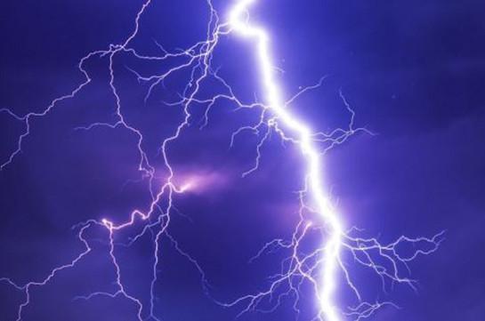 Во Флориде восемь человек пострадали от удара молнии