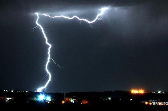 На севере Индии из-за ударов молний за сутки погибли более 30 человек