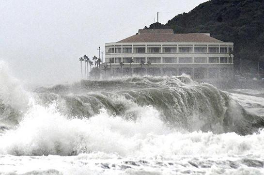 16 человек пострадали от тайфуна в Японии
