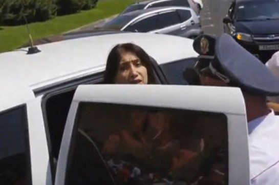 Полицейские подвергли приводу Сону Агекян
