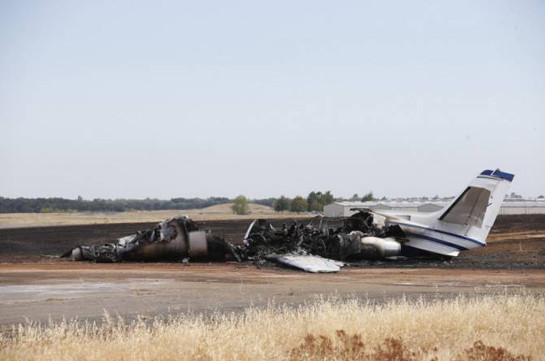 Կալիֆոռնիական օդանավակայանի թռիչքուղու վրա օդանավ է այրվել
