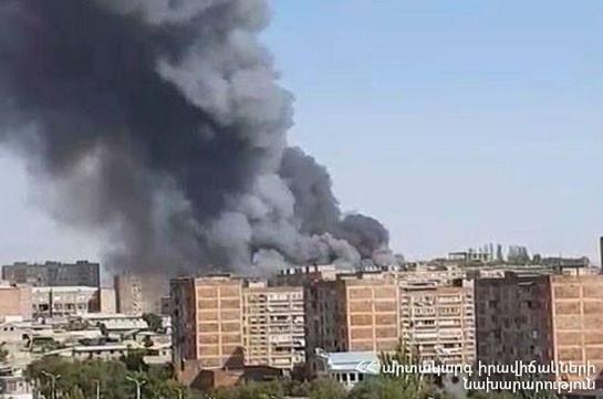 Big fire breaks in Malatya Mall shopping center in Yerevan