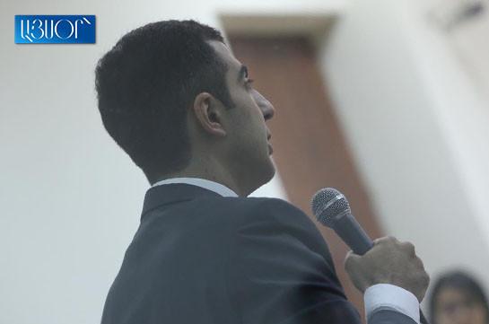 Адвокат Роберта Кочаряна заявил, что до принятия решения к судье Анне Данибекян приходили с визитами