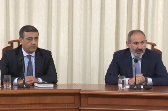 Armenia's PM introduces newly appointed acting chief of NSS to staff