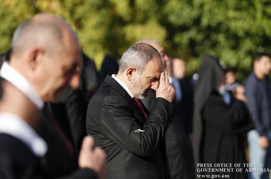 Վարչապետը հարգանքի տուրք է մատուցել Հայրենիքի անկախության համար իրենց կյանքը զոհաբերած հայորդիների հիշատակին