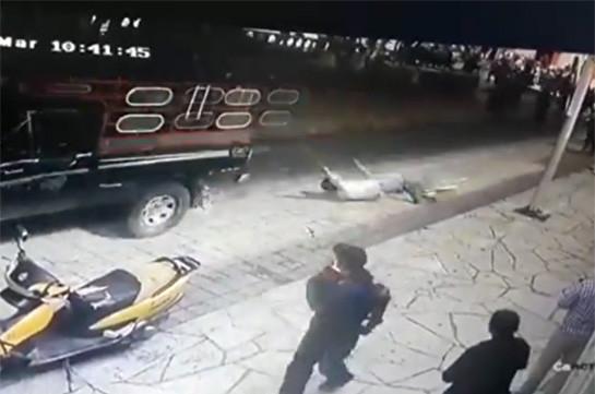 Մեքսիկայում դժգոհ բնակիչները քաղաքապետին կապել են պիկապին և քարշ տվել քաղաքով (տեսանյութ)