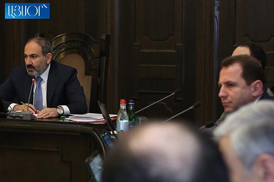 Премьер-министр опровергает: Давид Тоноян не освобожден от должности