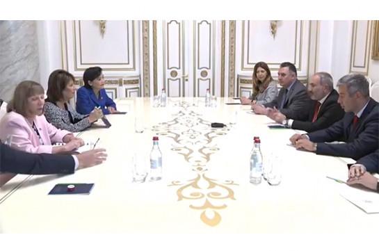 Armenia's PM receives members of U.S. Congress (video)
