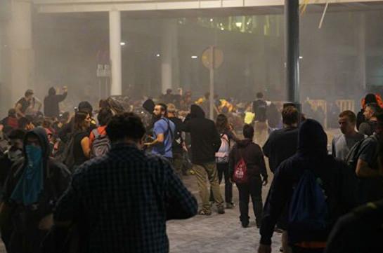 Более 130 человек пострадали в беспорядках в Каталонии