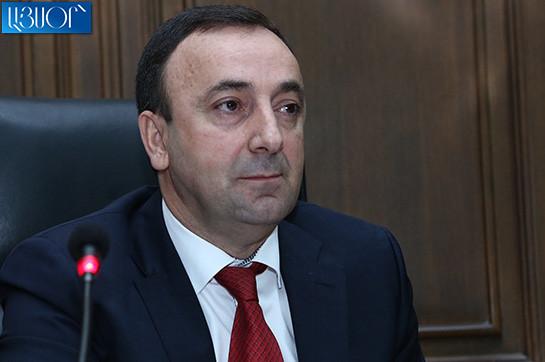 Следователь посетил офис Республиканской партии Армении, чтобы изъять документы о прекращении членства Грайра Товмасяна в Республиканской партии