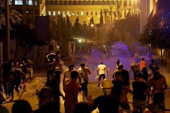 В Бейруте более 50 силовиков пострадали в протестах, 70 человек задержаны