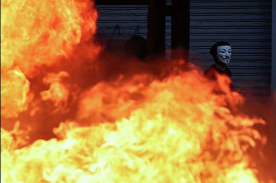 Chile protests: Five dead after looters torch garment factory