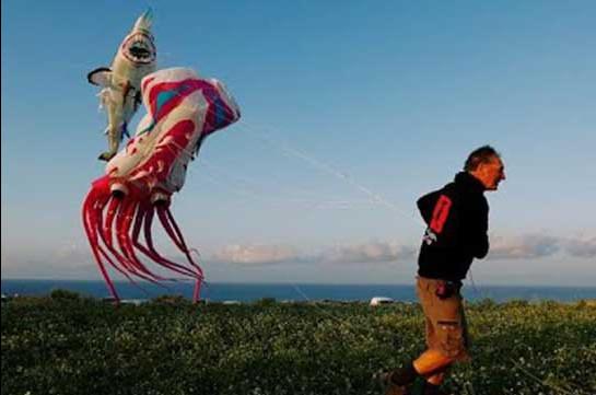 Գունագեղ օդապարուկներ՝ Գոցո կղզում (Տեսանյութ)