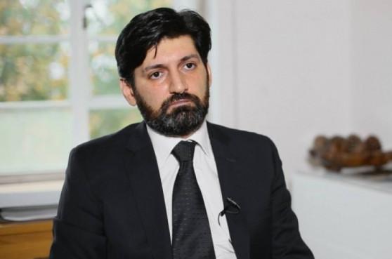 Ваге Григорян продолжает не участвовать в заседаниях КС, но получает зарплату в размере 793 тысячи 680 драмов, пользуется служебной машиной и талоном на бензин
