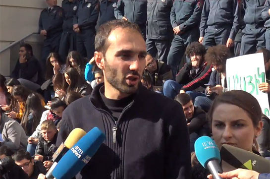Students demanding Arayik Harutyunyan's resignation declare strike for indefinite period of time