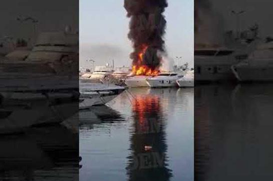 Աթենքի հարավի նավահանգիստներից մեկում երկու զբոսանավ է այրվում (Տեսանյութ)