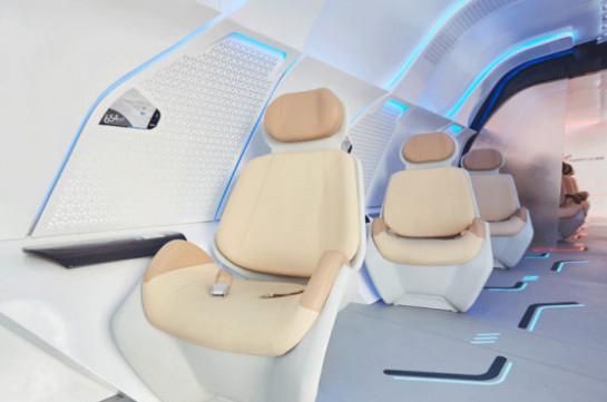 Автосалон в Дубае: как выглядит салон в вакуумном поезде Hyperloop (Видео)