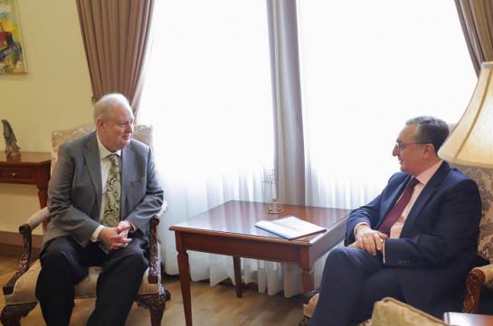 Глава МИД Армении принял временного поверенного в делах Великобритании Дэвида Морана