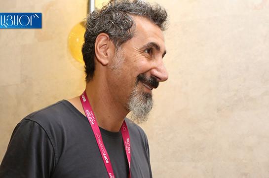World famous Armenian rock singer Serj Tankian accepts Armenia's PM's challenge to donate $23 monthly to Hayastan All-Armenian Fund