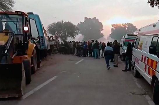 Հնդկաստանում բեռնատարի հետ ավտոբուսի բախման հետևանքով 9 մարդ է մահացել