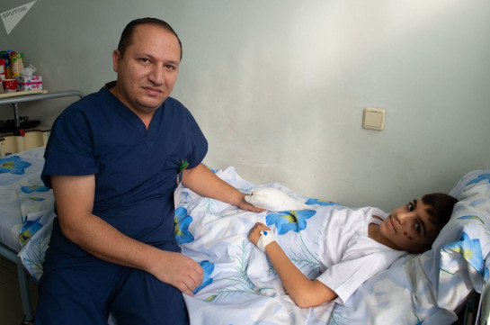 Պայթուցիկի պայթյունի հետևանքով տուժած 10-ամյա Գարուշն այսօր դուրս է գրվել հիվանդանոցից (լուսանկարներ)