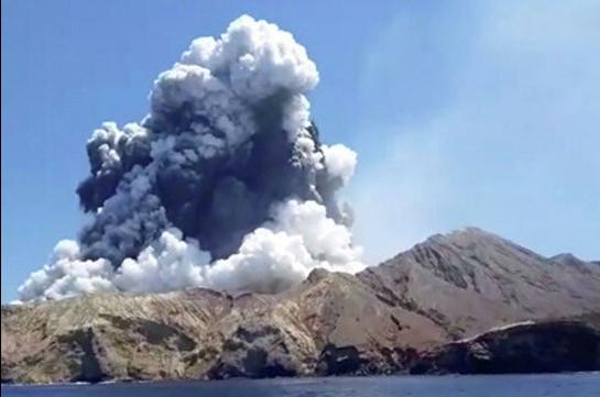 В Новой Зеландии из-за извержения вулкана погиб шестой человек