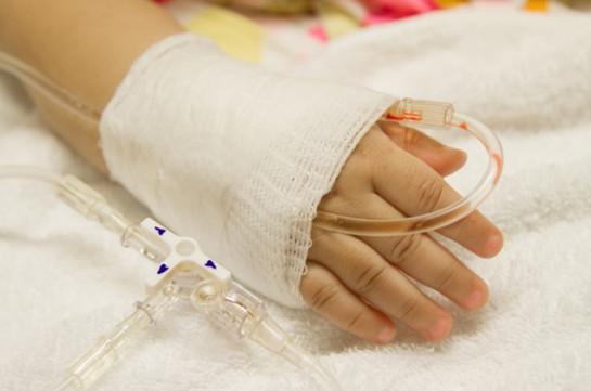 Գետնանուշ կուլ տված 1,5 տարեկան երեխայի վիճակը ծայրահեղ ծանր է