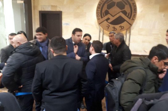 Extraordinary gathering kicks off at the Armenian Football Federation, situation tensed (photos)