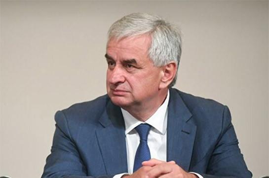 Парламент Абхазии утвердил отставку Хаджимбы с поста президента